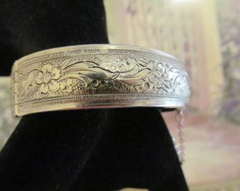 Coro Pegasus Hinged Bracelet with Safety Chain Floral Design, Silver Tone Metal