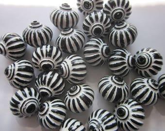 Black and White Lantern Acrylic Beads 14mm 11 Beads
