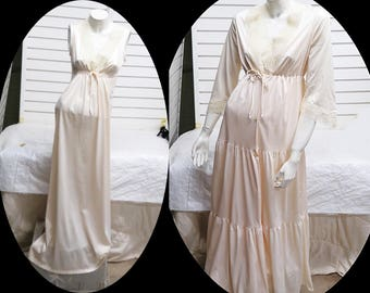 Nylon Ivory Pegnior Nightgown Robe   Small  #545