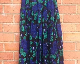 Koala Blue (S) Black Floral Printed Vintage Skirt