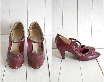 Summer Sale Vintage 1940's purple mary jane heels // size 6