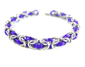Chainmaille Byzantine Or Birdcage Bracelet In Purple And Silver Anodized Aluminum
