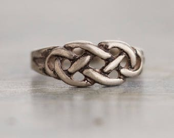 Celtic Knots Ring - Sterling Silver dainty Filigree Ring Size 6.5