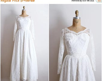 20% OFF SALE // Vintage 50s Sweet Selena Lace tulle Wedding Dress / 1950 Wedding dress / Bridal Gown /Bullet Bra Wedding Dress / Size small