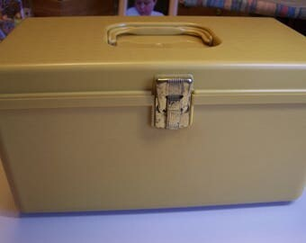 Vintage Retro Wil-hold Harvest Gold Sewing Box With No Tray Made in the USA