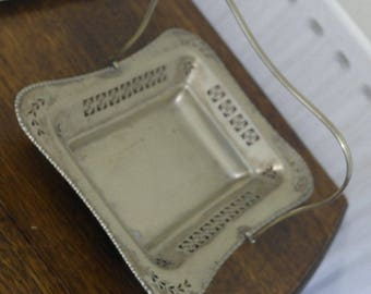 antique gold tone servong bow basket bread fruit