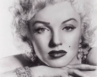 Marilyn Monroe - The Hollywood Icon - Glamorous and Graceful