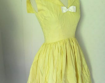 Yellow 50s dress with sailor collar