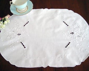 """4 Vintage White Placemats, Floral White Embroidery, Cutwork, Cotton, Excellent, 19"""" x 13.5"""""""