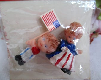 Spirit of 76' Patriotic Miniatures ~ SSCO Set of Two W Flag Vintage Hand-Painted Americana Tiny Figurines Still Sealed Arts & Crafts
