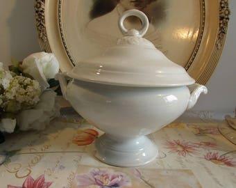 Superb antique French small size soup tureen. Late 1800's. Creil et Montereau