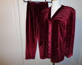 Vintage Burgundy Velvet Pantsuit in Very Good Condition, Size M Adult Female, A comfortable Lounge Ware Set Made in the USA