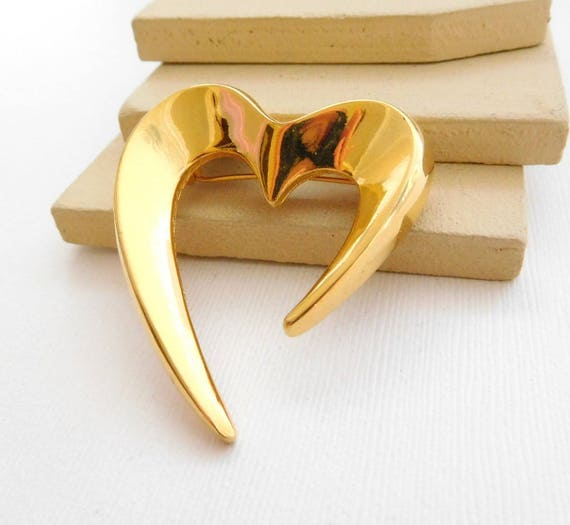 Vintage Large Polished Gold Tone Modernist Art Heart Brooch Pin A44