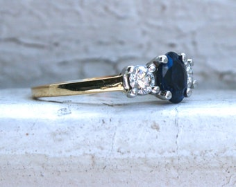 Beautiful Vintage Sapphire and Diamond Three Stone Ring in 18K Yellow Gold - 1.60ct.