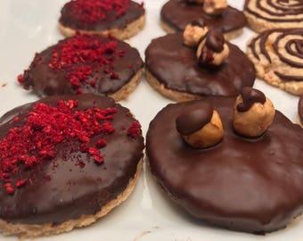 Vegan sugar hazelnut cookies with dark chocolate 10 pieces.