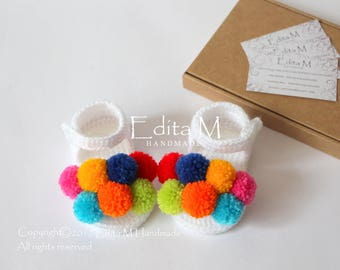 Crochet baby sandals, pom pom sandals, baby booties, open toe, baby shoes, 0-3 months, 3-6 months, baby shower, gladiator sandals, pompom