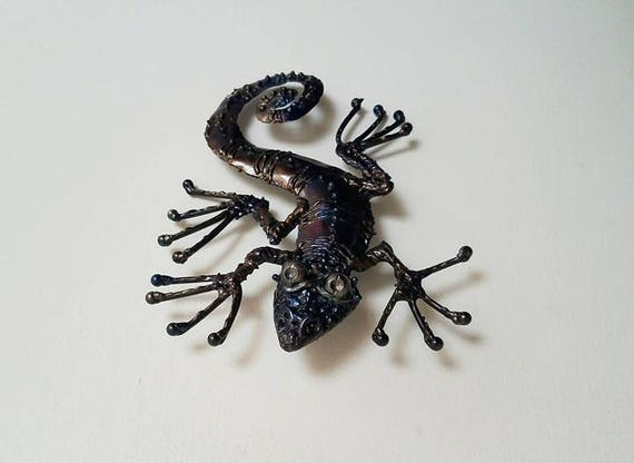 Lizard - metal sculpture - gecko - metal wall decor  - welded wall art - wall decor with wire hanger - ooak - signed and numbered