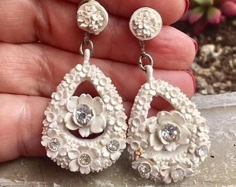 1stDayofSummerSALE Cream Wedding Cake Celluloid Earrings Vintage 1930 1940 Romantic Rockabilly Bridal