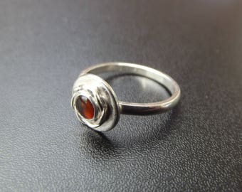 sterling silver twist setting 5mm amber ring