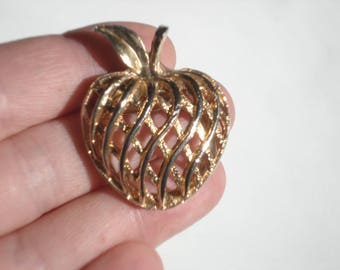 Vintage Clip On  Apple Scarf Ring - Pinless Gold Brooch - Costume Jewelry Brooch 1960s - West Germany