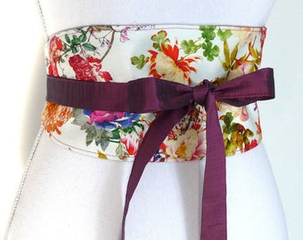 """Reversible wiast-clencher, """"Sinead"""". Summer flowers, white and purple. Funky Bags 'n Bibs / Lorella Creations. Made in France"""