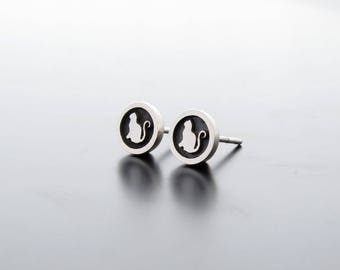 Silver Cat earrings, silver posts, ear studs, silver ear ring, silver earrings, Round Circle Studs, Cats Studs, Silver studs Cat