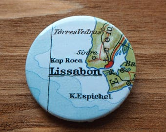 Pinback Button, Lissabon, Ø 1.5 Inch Badge, Atlas, Travel, vintage, fun, typography, whimsical