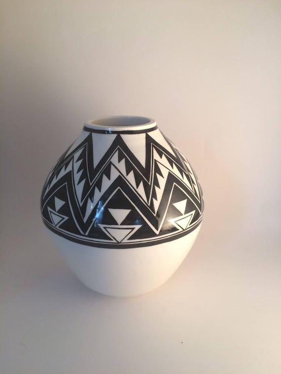 Round geometric pot