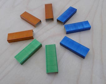 Box of 1000 colored staples 24/6