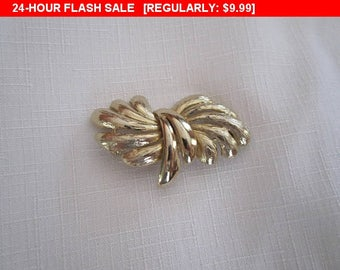 Vintage Goldtone brooch, vintage pin brooch, estate jewelry brooch