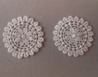 2 round medallions lace 4 cm in diameter for your creations