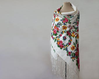Russian shawl, silk shawl, tasseled shawl, white shawl, silk blend floral shawl, white and pink, daffodils, rustic shawl, piano shawl USSR