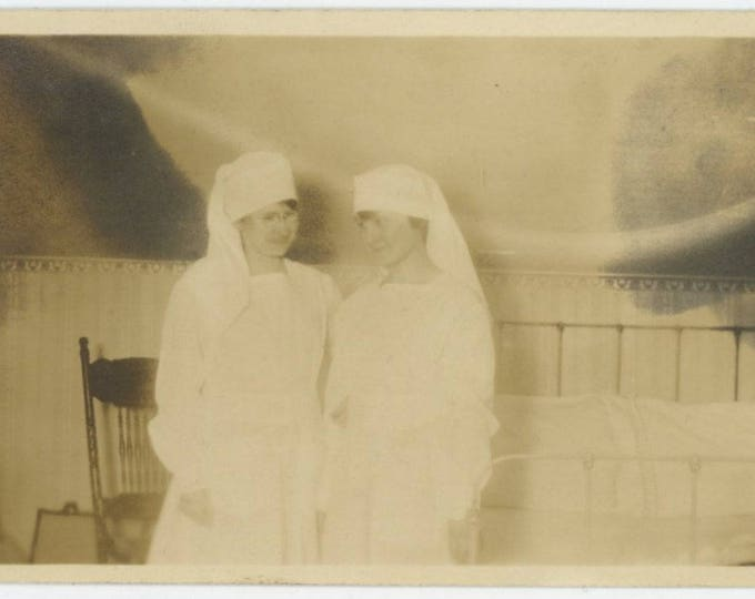 Vintage Snapshot Photo: Nurses, c1910s (711622)