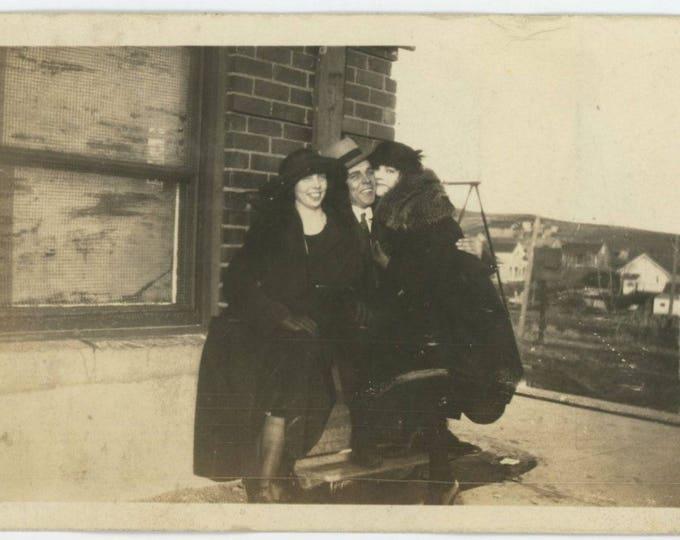 Vintage Snapshot Photo: Ladies' Man, c1920s [82652]