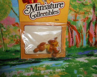 Miniature Collectibles  Rabbits-Plastic-Old Store Stock - EM-2
