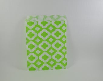 8 green arabesque pattern paper bags