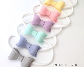 Baby Headbands. SET OF 2 - 100 % wool felt bows on stretch white headbands. Choose your 2 colours. Baby bow headband set. Pastel felt bows.
