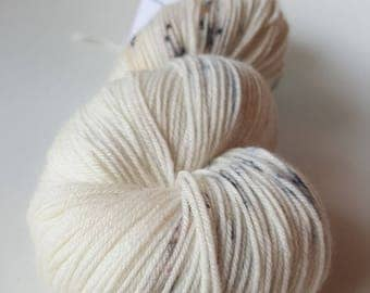 Skein of Merino - Nylon hand - dyed Fingering / Sock - color Sussex