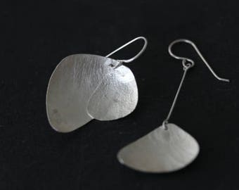 Rounded leaves asymmetrical earrings (E0180)