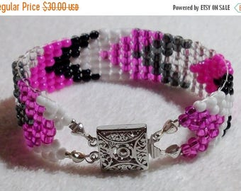 CLEARANCE Hot Pink, White and Black Chevron  7-1/2-inch/19 cm Woven Beads Bracelet