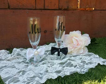Mr.and Mrs. Wine glasses. Wedding glasses, bridal shower gasses. Custom cups