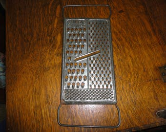 Vintage Cheese Vegetable Grater Metal Hanging Kitchen Gadgets Farmhouse Home Decor