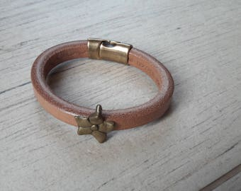 Natural Brown thick leather strap. bronze flower loop. mixed bracelet