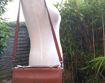 French vintage mode collection  brown leather bag lady  handbag shouder bag coat of arms signed LC bronze clasp yellow natural leather