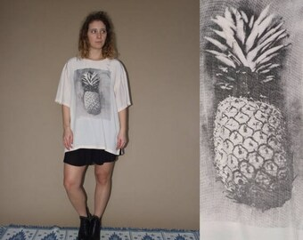 ON SALE 80's vintage women's peach ananas printed oversize T-shirt