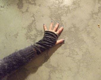Mini Grey reversible mittens...