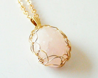 Gold plated pendant rose Quartz / crochet jewelry made in France