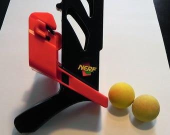 Vintage Kenner Nerf Sling Shot and Two Foam Balls, 1991
