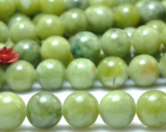 47 pcs of Natural Green Jade smooth round beads in 8mm (06667#)