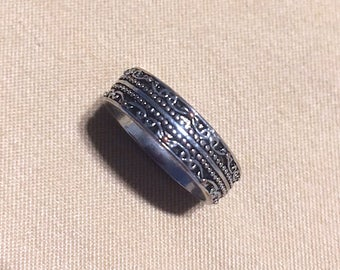 Vintage Silver Tone Detailed Band Ring, Junk Jewelry Antique Silver Tone Scroll Work Cool Looking Thick Band Ring Very Small ~Size 4 or less